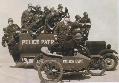 Vehículos policiales con chispa. 14 de mayo.